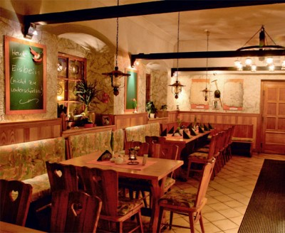 Restaurant im rustikalen Bergbaustil