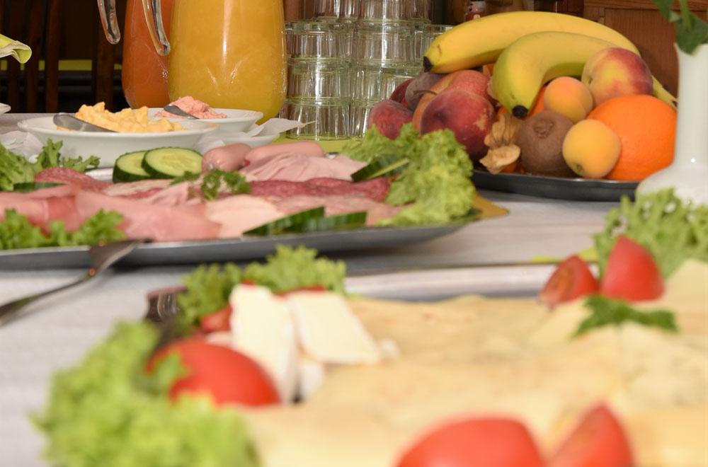 ... leckeres Frühstück oder Speisen im Restaurant...